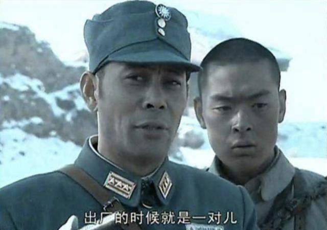 军官都|亮剑,楚云飞送给李云龙一把勃朗宁手枪,李云龙为啥只回礼了一把刀?